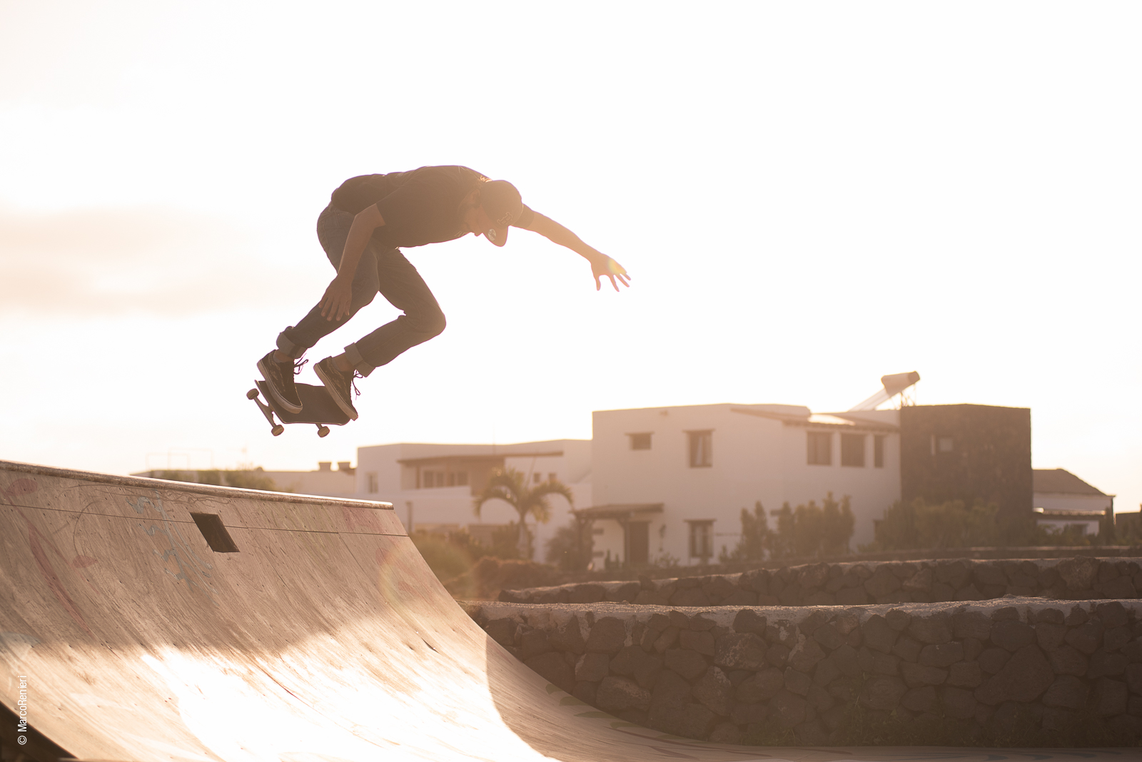 casamaccaroni_fuerteventura_surfhouse_guesthouse_surflodge_surf_fun_skateboarding_friends_ollie_photography